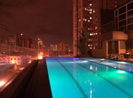 Hotel Photo: Jade Hotel and Suites