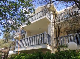 Hotel Photo: Rooms Villa Desa