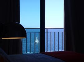 Hotel photo: Sea front apartment - Princesa D. Amélia