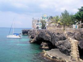 Hotel photo: Blue Cave Castle