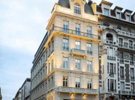 Hotel near Francie