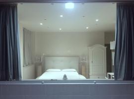 Фотография гостиницы: B&B 2 Star Luxury Room Rooftop