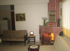 A picture of the hotel: Moni House