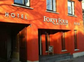 A picture of the hotel: Forty Four Main Street