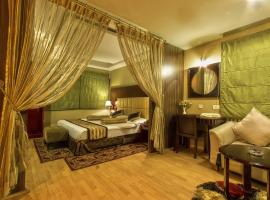 A picture of the hotel: Hotel Gateway Grandeur