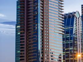 Hotel photo: Pullman Dubai Jumeirah Lakes Towers