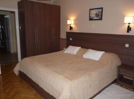 Hotel photo: Szilfa Étterem Mariann Apartman