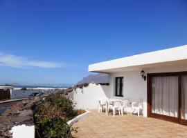 Hotel Photo: Famara Bungalow