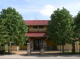 Hotel photo: Cserke Panzió Studio