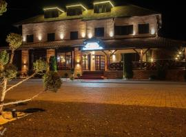 A picture of the hotel: Hotel Dvor