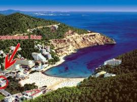 Hotel photo: Apartamentos Cala LLonga Playa