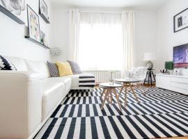 Hotel Photo: Apartment Black and White