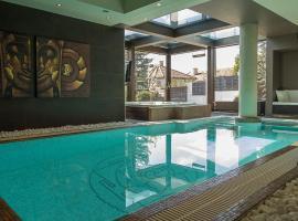 Hotel photo: Luxury Villa With Inside Pool