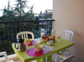 Hotel Photo: UZES APPART HOTEL Résidence Le Mas des Oliviers