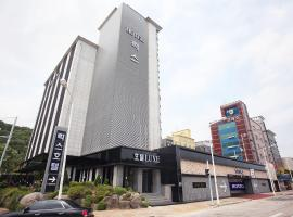 Hotel near Kaesŏng