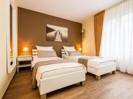 Fotos de Hotel: Ferienwohnung Messezimmer Flughafen Köln Bonn