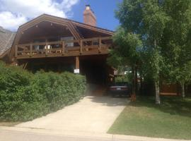 Hotel Photo: Astoria Chalet - Jasper Alberta