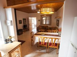 A picture of the hotel: Dorina Cottage 2