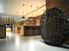 Foto di Hotel: The Riverside Hotel International