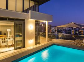 Hotel photo: Lawhill Luxury Apartments - V & A Waterfront