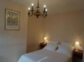 Hotel photo: La Touraine Romantique Basilique Plumereau