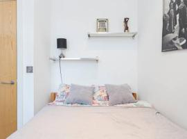 Foto di Hotel: 2 Bed Apartment Zone 2 London, sleeps 5