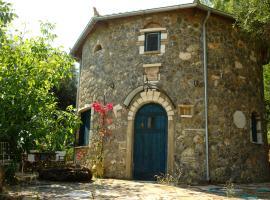 Hotel photo: Musician's Round House & Castello