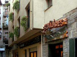 A picture of the hotel: Hostal Les Collades