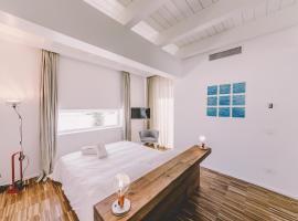 होटल की एक तस्वीर: Suite 10 Home Design & Spa
