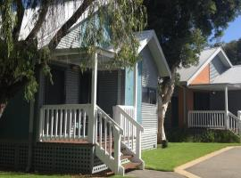 A picture of the hotel: Mandurah Ocean Marina Chalets