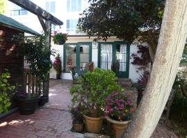 Hotel Photo: Redwood Hollow Cottages