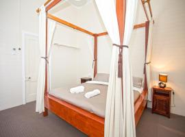 A picture of the hotel: CBD Holiday Home