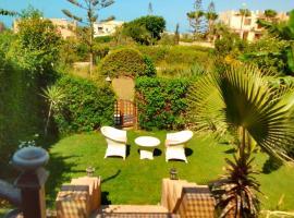 Hotel photo: Three-Bedroom Chalet with Garden at Marina 2