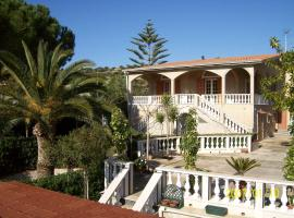 A picture of the hotel: Villa Esmeralda