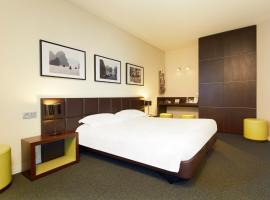 होटल की एक तस्वीर: Kyriad Hôtel Orly Aéroport - Athis Mons