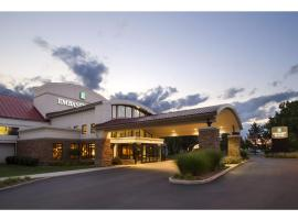 A picture of the hotel: Embassy Suites Detroit Metro Airport