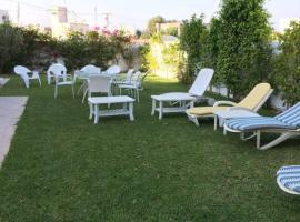 """Hotel photo: Villa à """"Diar el Hammamet"""" avec magnifique jardin."""