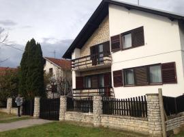 होटल की एक तस्वीर: Holiday home Vukovar '91