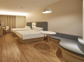 A picture of the hotel: Hanting Hotel Zhengzhou Dashiqiao
