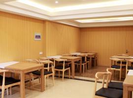 A picture of the hotel: GreenTree Inn JiangSu Taizhou Taixing Middle Guoqing Road Business Hotel