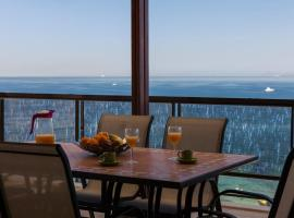 Foto di Hotel: Luxury Apartment in Paleo Faliro