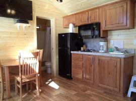 Hotel photo: Palm Springs Camping Resort Cabin 6