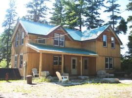 Hotel photo: 4 Bedroom Cottage on Manitoulin Island Next to Sand Beaches!
