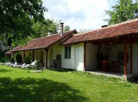 Hotel Photo: Roden Dom Holiday Home