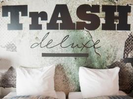 Hotel photo: Hotel Trash Deluxe