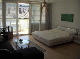 A picture of the hotel: Serviced Apartment with Sunny Balcony