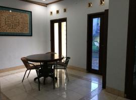 Hotel Photo: Family Homestay Syariah