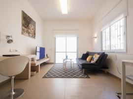 Hotel photo: The Heart of Tel aviv- Dizengoff Center Interior Design Flat With Parking Spot