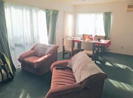 Hotel photo: Sunny Riversdale room