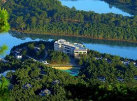 Hotel Photo: Dalat Edensee Lake Resort & Spa